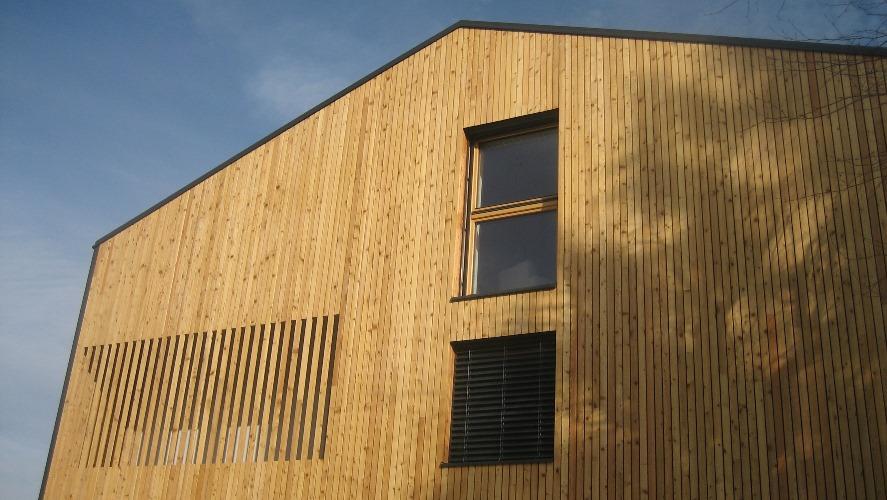 Lesena okna in zunanje žaluzije